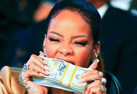 Rihanna... DÜNYANIN EN ÇOK KAZANAN KADIN ŞARKICISI!..