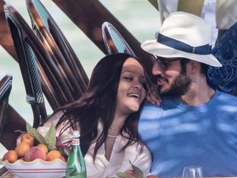 Rihanna... İTALYA'DA AŞKA GELDİ!..