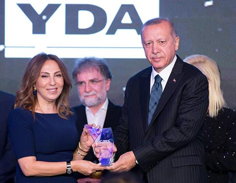 Radyo Televizyon Gazetecileri Derneği...MEDYA OSCARLARINDAN  ZEYNEP KARTAL'A ÖDÜL!