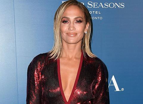Jennifer Lopez... FESTİVALE İÇ ÇAMAŞIRI GİYMEDEN KATILDI!..