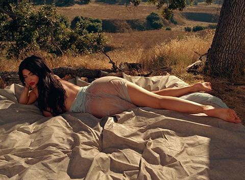 Kylie Jenner...PLAYBOY'A SOYUNDU, RESİMLERİ SEVGİLİSİ ÇEKTİ!