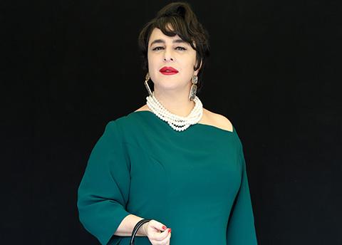 Esra Dermancıoğlu...PATATES SELÜLİT YAPMAZ DEDİ, BACAK POZU PAYLAŞTI!