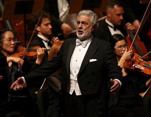 Placido Domingo...TACİZ SUÇLAMALARI İSTİFAYA ZORLADI!