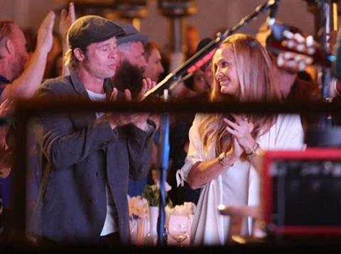 Brad Pitt...SEVGİLİ YAPTI!