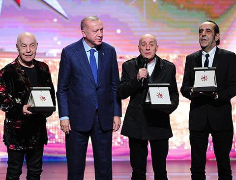 Cumhurbaşkanlığı Kültür Sanat Büyük Ödülleri...MÜZİK ALANINDA MFÖ ÖDÜLLENDİRİLDİ!