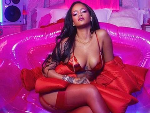 Rihanna... 14 ŞUBAT SEVGİLİLER GÜNÜ'NE ÖZEL SEKSİ POZLAR!..