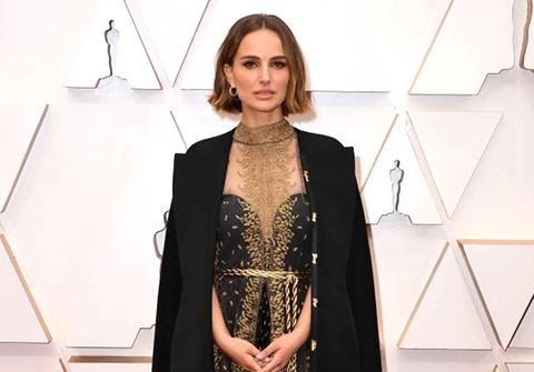 Natalie Portman...OSCAR KOSTÜMÜNDE KADIN YÖNETMEN DETAYI!