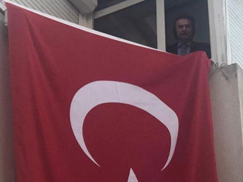 Orhan Gencebay...19.19 'DA İSTİKLAL MARŞI NÖBETİ!