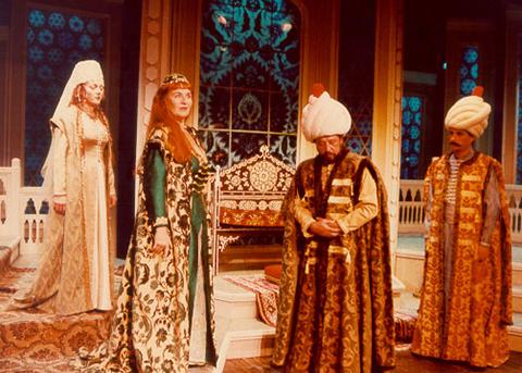 İBB Şehir Tiyatroları... HAZİRAN'DA DA ÇEVRİMİÇİ!..