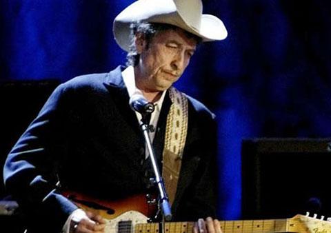Bob Dylan... 79 YAŞINDA, LİSTELERİ ALTÜST ETTİ!