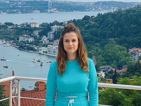 """Zehra Gülüç...""""CENNETTEN ÇİÇEK TOPLADI"""", ŞÖHRETİ KOKLADI!"""