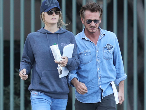 Sean Penn... 31 YAŞ KÜÇÜK SEVGİLİSİYLE DÜNYA EVİNE GİRDİ!