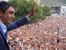 'Kurtlar Vadisi'... KOSOVA'DA SEVGİ GÖSTERİSİ İLE KARŞILANDILAR!
