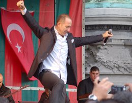 "Sümer Ezgü... BELÇİKA'DA DA ""SARI ZEYBEK""!.."
