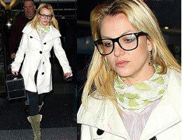 Britney Spears...GÖZLÜK TAKTI 10 YIL YAŞLANDI!....