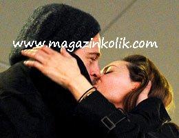 Angelina Jolie-Brad Pitt...DÜNYA'YI ŞAŞIRTAN ÖPÜŞME!...