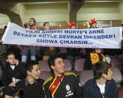 Devran İskender Fan'ları...  BU KEZ BEYAZ'IN ANNESİNE SESLENDİLER!