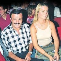 Selami Şahin... EŞİ PARİS'E YALNIZ YOLLAMADI!