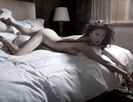 Catherine Zeta-Jones...ÇIRILÇIPLAK POZ VERDİ!...