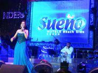 Sueno Hotels Beach Side... EBRU GÜNDEŞ; DAVUL ŞOV İLE AKDENİZ'İ GÜMLETTİ!