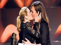 Kate Winslet - Allison Janney...ÖDÜL GECESİNE DAMGA VURAN ÖPÜŞME!
