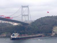 İstanbul Boğazı'nda gemi kazası!.. DÜMENİ KİTLENEN GEMİ YALIYA ÇARPTI
