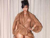 Rihanna... KIYAFETİ YİNE OLAY OLDU!