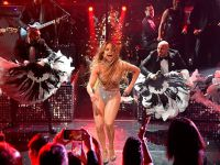Jennifer Lopez... HEM SESİYLE, HEM KIYAFETLERİYLE GALAYA DAMGASINI VURDU!