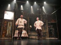 Bir Baba Hamlet... ÖDÜLE DOYMAYAN OYUN, BABA SAHNE'DE!..