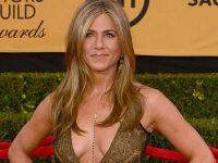 Jennifer Aniston... ÇIPLAK POSTERİNİ SATIŞA ÇIKARDI!