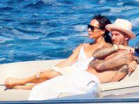 David Beckham... KARISININ KALÇALARINI ŞEFTALİ EMOJİSİ İLE PAYLAŞTI!