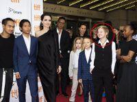 Angelina Jolie... ARTIK ÇOCUKLU VE ÖZGÜR!..