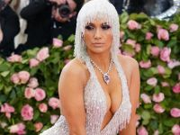 Jennifer Lopez... AĞLAYARAK GİYDİĞİ ELBİSENİN HİKAYESİ NE?