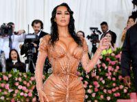 Kim Kardashian...SEKSİ ELBİSENİN SIRRI ORTAYA ÇIKTI!
