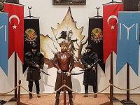 Tarihi skandal!.. YANLIŞLIKLA ENGİN ALTAN'IN HEYKELİNİ DİKTİLER!