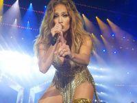 Jennifer Lopez... HAMAKTA SEKSİ POZ!