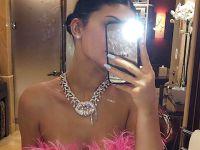 Kylie Jenner...İŞTE DUDAK UÇUKLATAN 22. YAŞ HEDİYESİ!