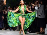 Jennifer Lopez...FENOMEN ELBİSE İLE 19 YIL SONRA YENİDEN PODYUMDA!