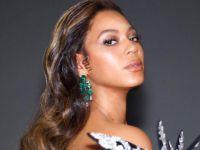 Beyonce...DERİN BACAK DEKOLTESİYLE FIRTINALAR ESTİRDİ!