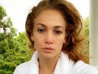Jennifer Lopez... SIFIR MAKYAJLA 'GÜNAYDIN' POZU!