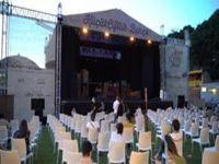 KüçükÇiftlik Bahçe Tiyatrosu...PERDELERİNİ KAPALI GİŞE AÇTI!