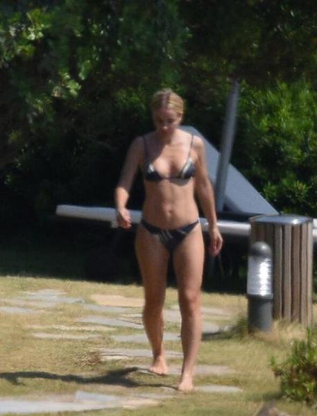 gulsen_bikini1.jpg