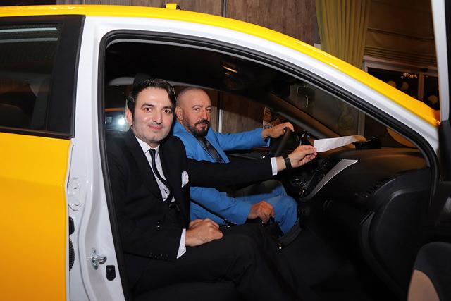 mustafatopaloglu_taksi_odul_onursakar.jpg