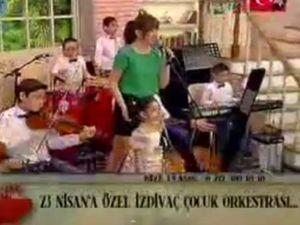 Hande Ataizi 23 Nisan - ÇOCUK ORKESTRASI